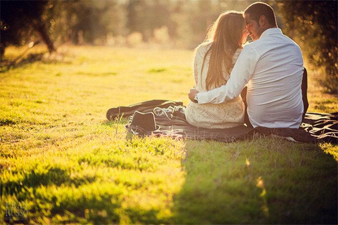 Pareja de novios pasando una tarde romántica - Foto: Fran Russo