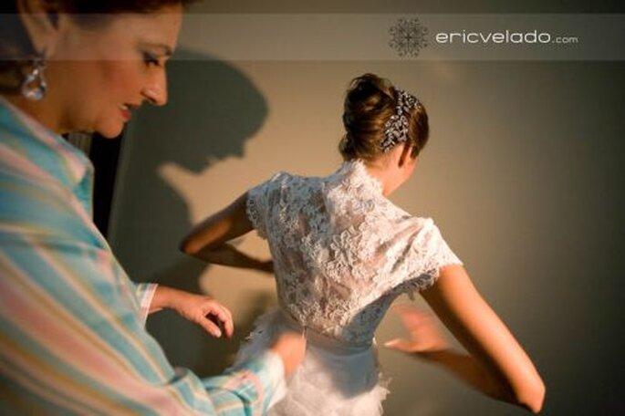 Die Brautfrisur ist fertig... nun noch das Hochzeitskleid Foto Eric Velado