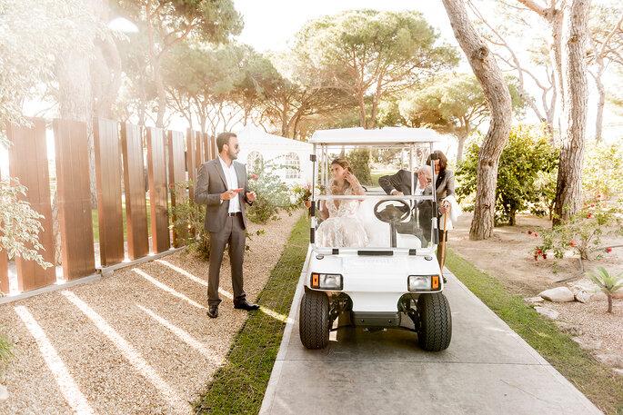 Noiva num carrinho de golfe