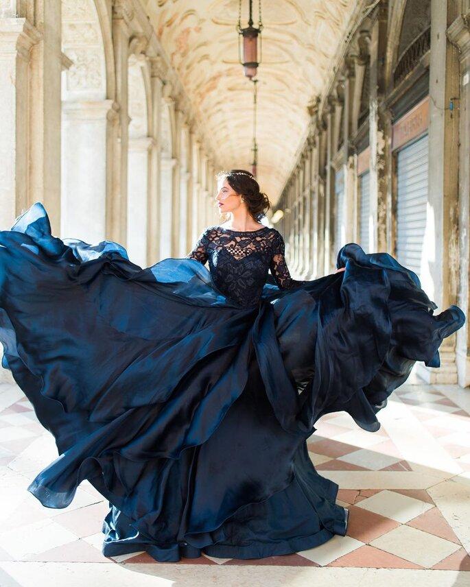 Brautmode. Hochzeitskleid blau