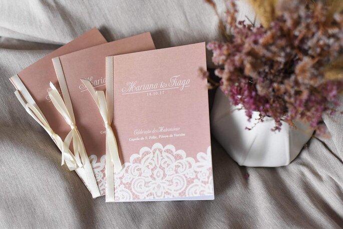 missal de casamento cor-de-rosa em forma de caderno