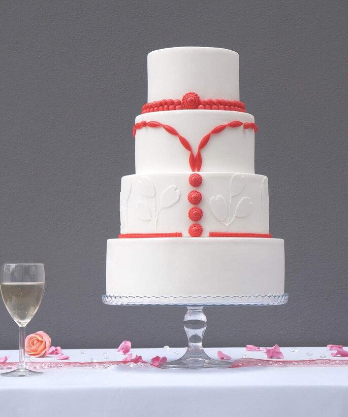 Pièce-montée de mariage rouge et blanche