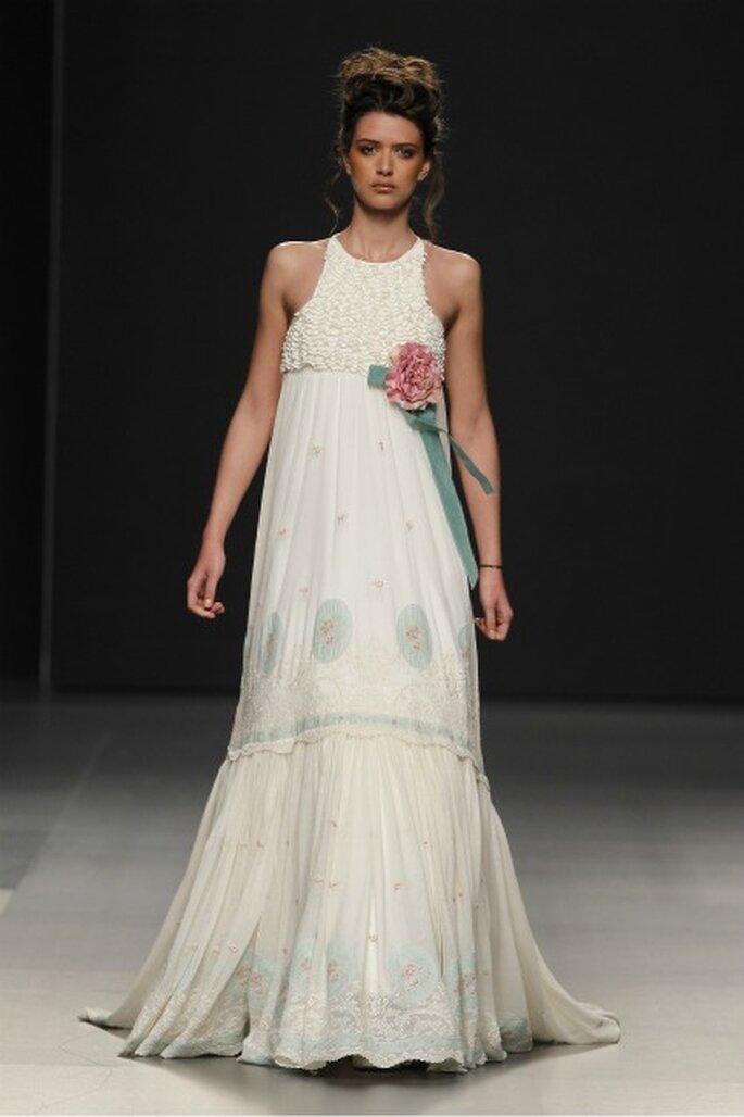 Vestido de novia Pol Nuñez 2012 ideal para una boda campestre - Ugo Camera / Ifema
