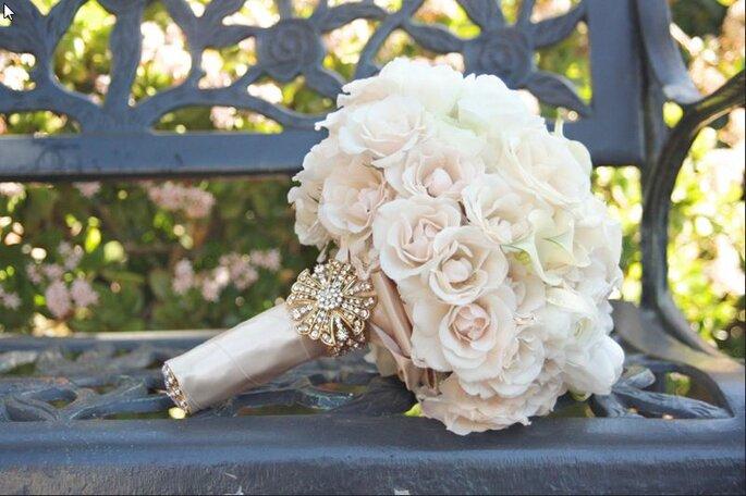 Bouquet de mariée vintage de couleur rose pastel et ivoire. Photo: www.onewed.com