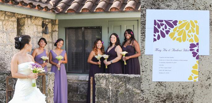 Invitaciones para una boda en violeta y amarillo. Foto: Clau Photography Fine Art