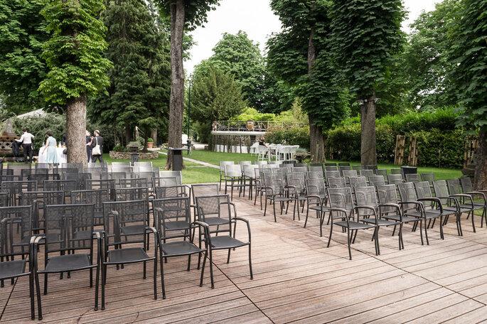 La cérémonie laïque se prépare dans les jardins du Chalet des Iles.