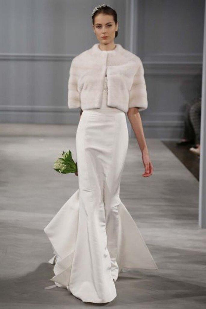 Vestido de novia corte sirena con chaquetilla de mink y manga tres cuartos de Monique Lhuillier - Colección primavera 2014