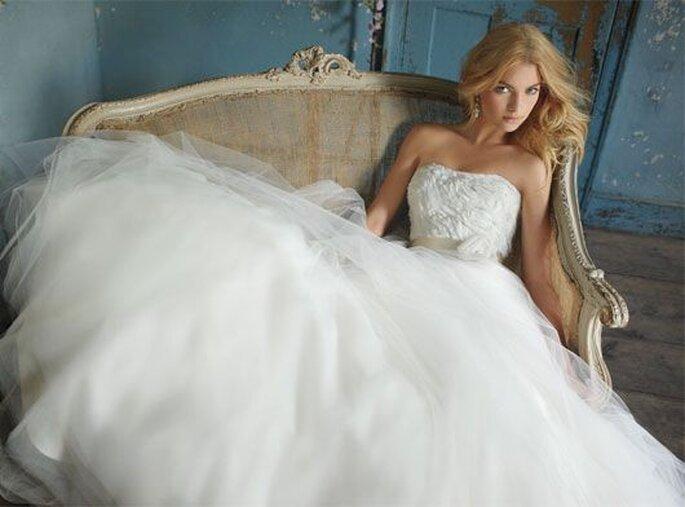 Faldas amplias de novia. Foto: Alvina Valenta 2012