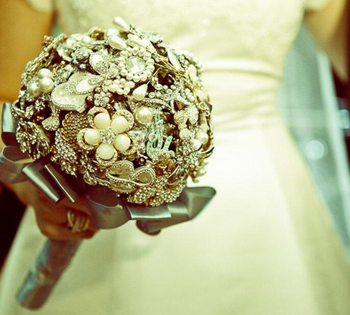Un bouquet de novia elaborado con joyas. Foto: Flavia Soares