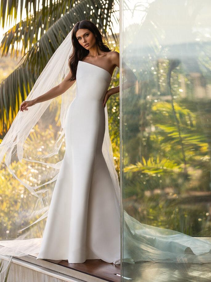 vestido de noiva justo com corte assimetrico caicai liso com cauda Pronovias Cruise 2021