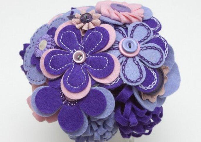 Ramillete en azul violeta de fieltro