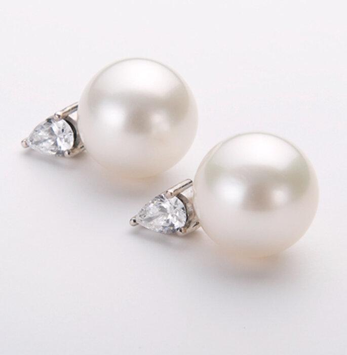pendientes pequeños de perla con incrustaciones de brillante