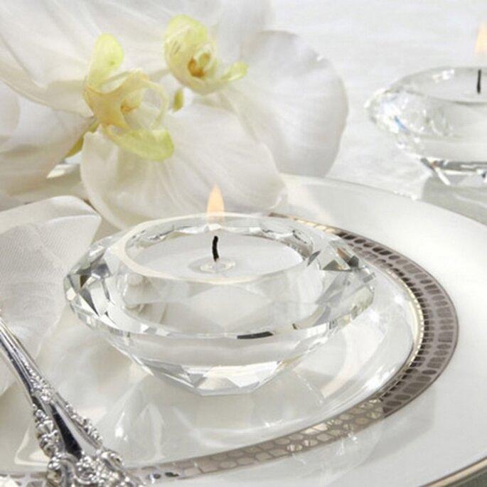 decoración con velas y recuerdo de boda para invitados