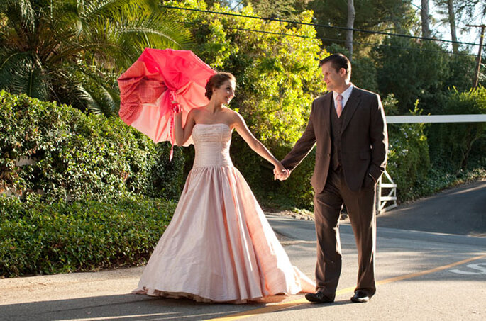 Vestido de novia en color rosa. Foto Green Wedding Shoes