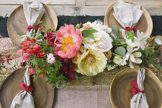 Vista a detalle de los centros de mesa con estilo boho - Foto Brooke Schwab