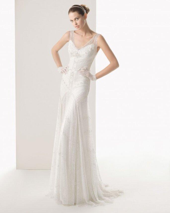 Vestido de novia en color blanco con cauda tipo barrido - Foto Rosa Clará