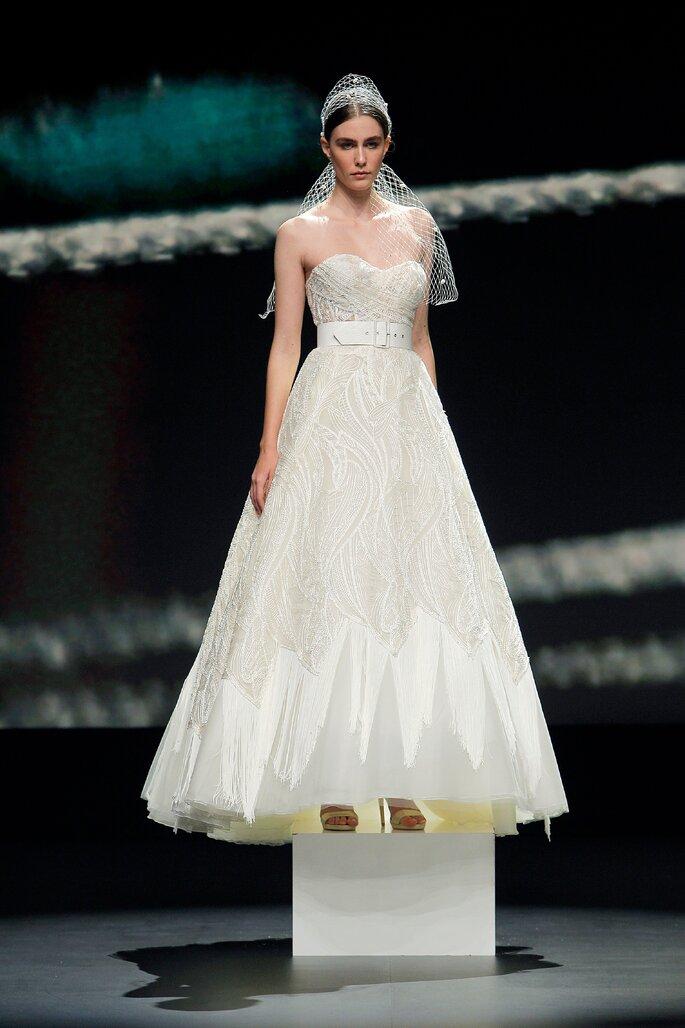 Colección Touch de Yolan cris - Vestido de novia palabra de honor con bustier escote corazón sobre capas de tul.