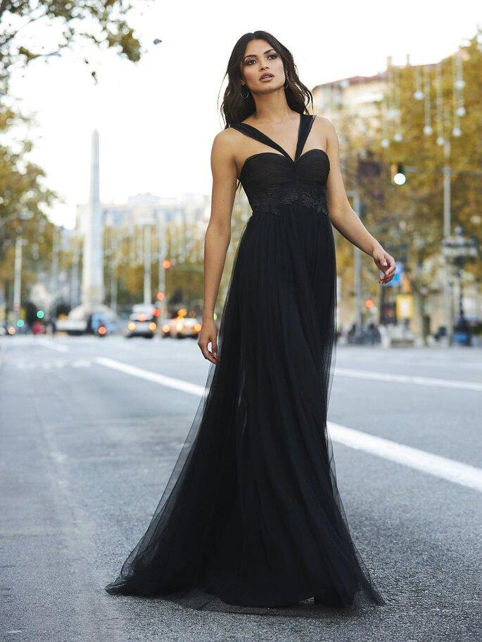 Vestido de fiesta largo negro con falda de tul, escote de corazón y tirantes estilo halter