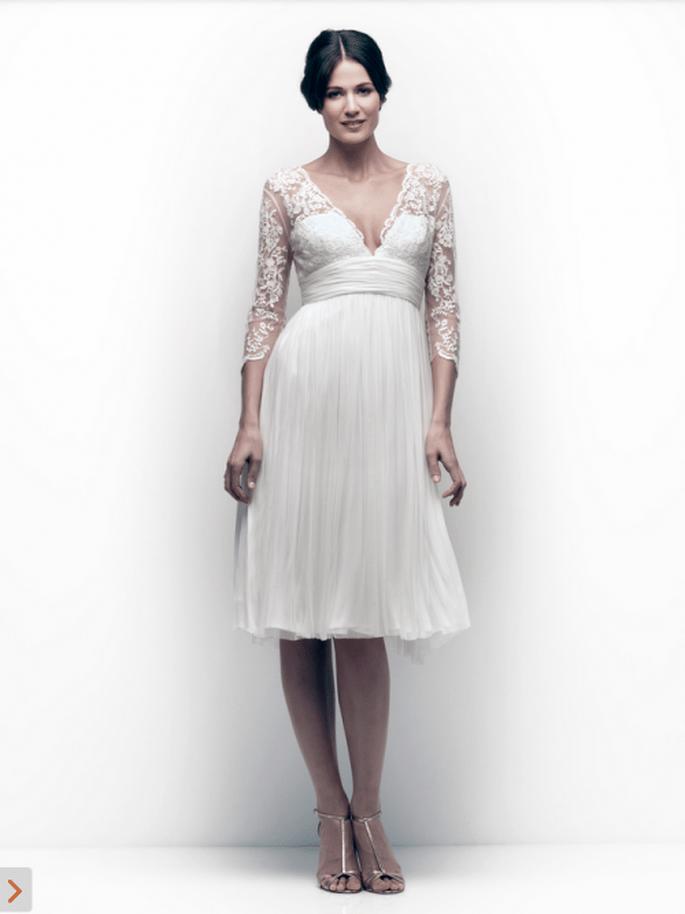Vestido de novia corto para una boda civil en verano - Foto Catherine Deane