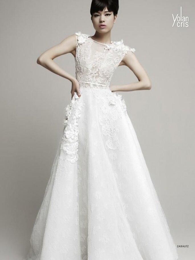 Vestido de novia 2014 en color blanco con mangas cortas y flores en relieve - Foto YolanCris