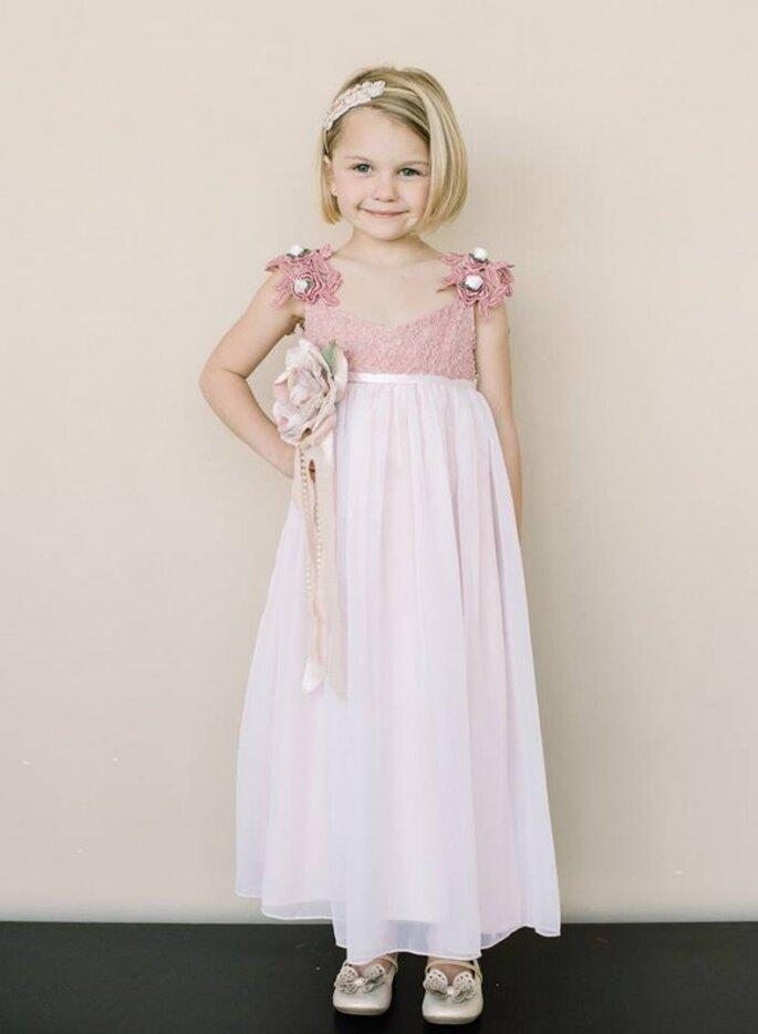 Encantadores vestidos en lindos colores para tus pajes de boda - Foto Amelee Bridal