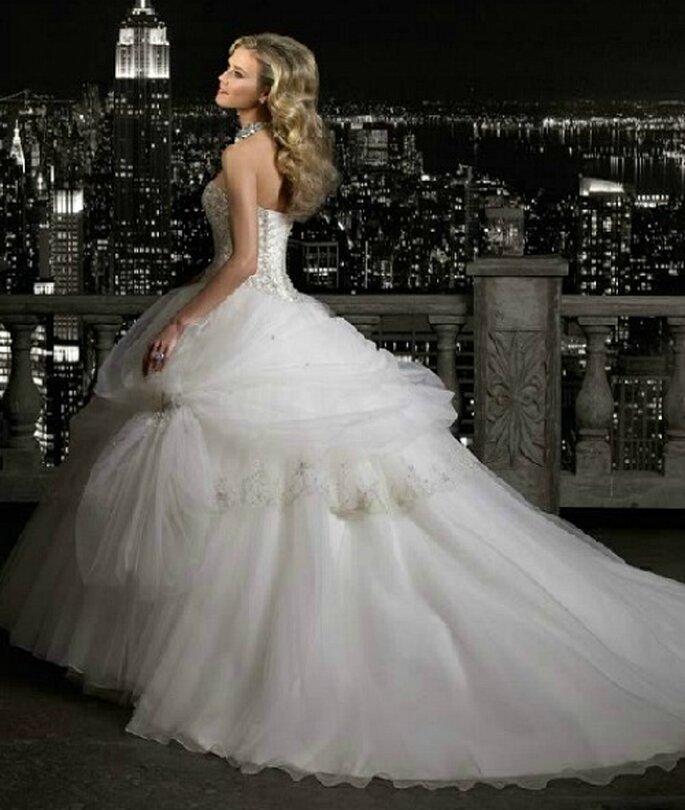robe mariee princesse avec longue traine. Black Bedroom Furniture Sets. Home Design Ideas