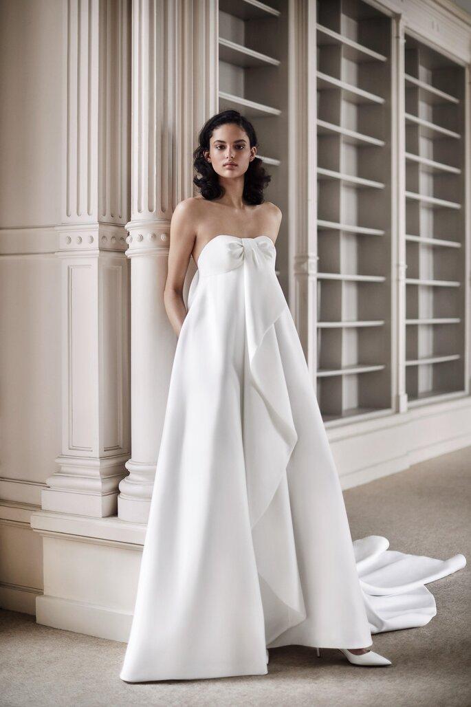 vestido de noiva de mikado corte império caicai em decote coração que cai num folho