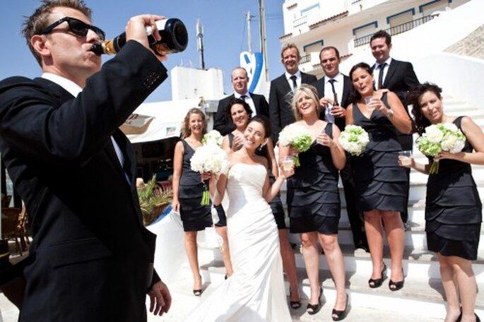 Aunque el negro sienta bien a todas, puede darle un aire más serio a la boda si lo elegimos para nuestras damas de honor. Foto: Nuno Palha