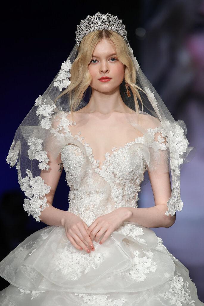 Velo de novia mediano con detalles de flores en tul