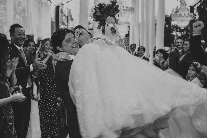 Noiva no colo