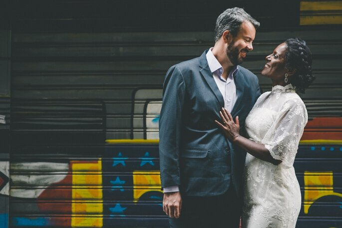 ensaio urbano com noivos