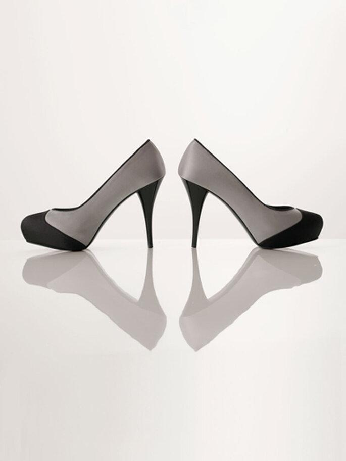 Zapatos de fiesta gris con punta negra