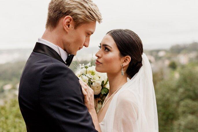 Noivos apaixonados casamento