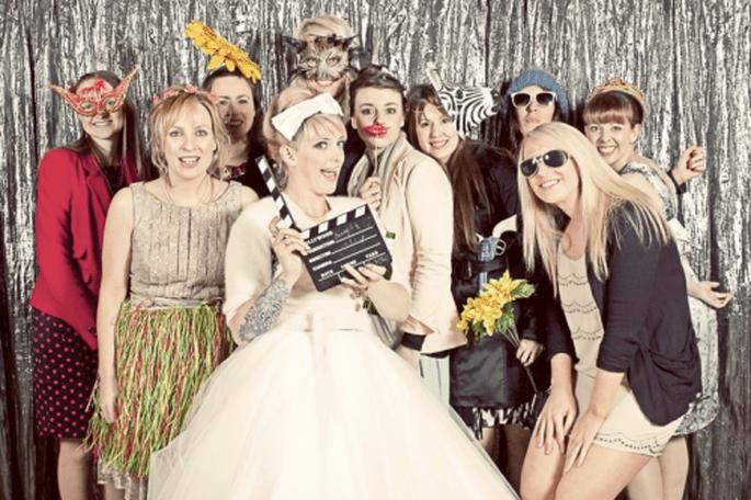 Diviértet con unas lindas fotos en un photobooth muy original - Foto Cotton Candy Weddings