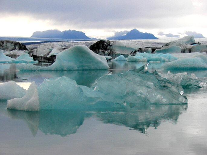 Gletscherlagune. Unglaubliche Landschaften erwarten Sie auf Ihrer Hochzeitsreise auf Island. Foto: Andreas Kinski / pixelio.de