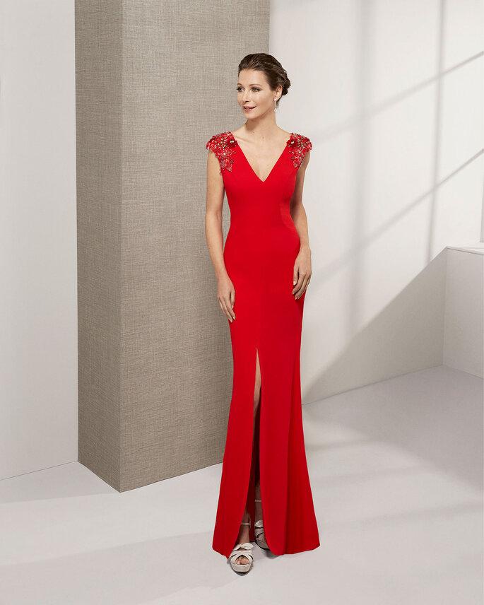Robe de soirée rouge avec une fente