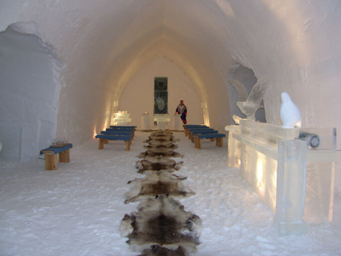 Capilla de hielo de Hotel Kakslauttanen en Finlandia