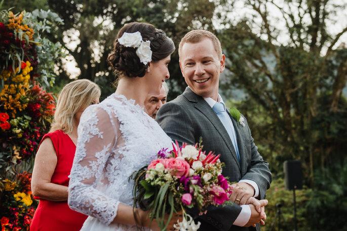 Cabelo da noiva com trança e flores