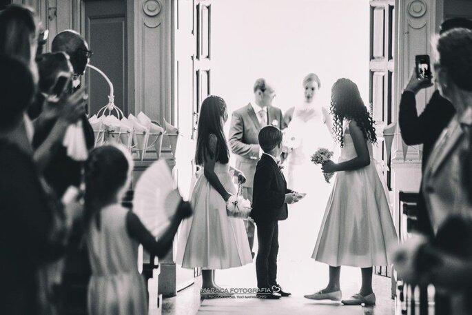 Ingresso in chiesa, sposa con il padre e i paggetti