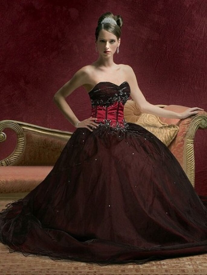 Gothic Belle Dress - Gothicweddingdresses.webs.com
