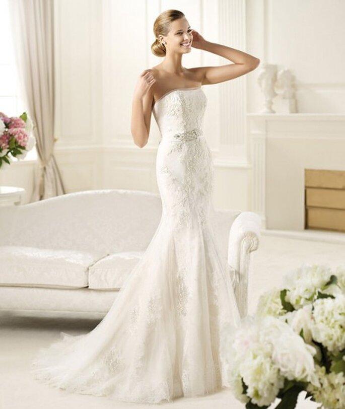 Vestido de novia con forma de sirena lleno de bordados - Foto Pronovias 2013