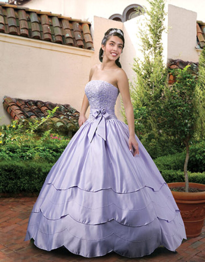 Brautkleid in Trendfarbe Lila