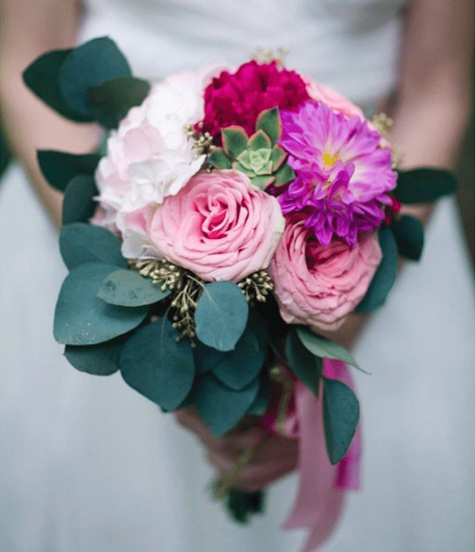 bukiet z różowych i fioletowych róż