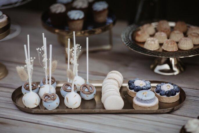 Bayerischer Sweet Table Hochzeit Cake Pops Macarons