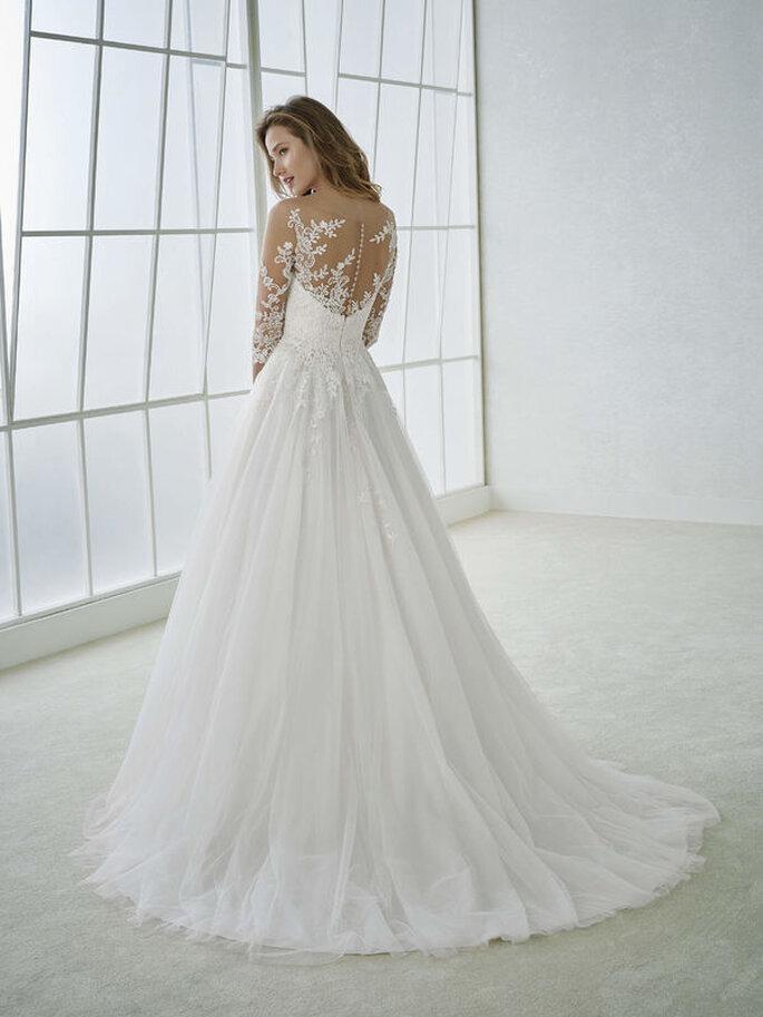 Costas trabalhadas do vestido de noiva
