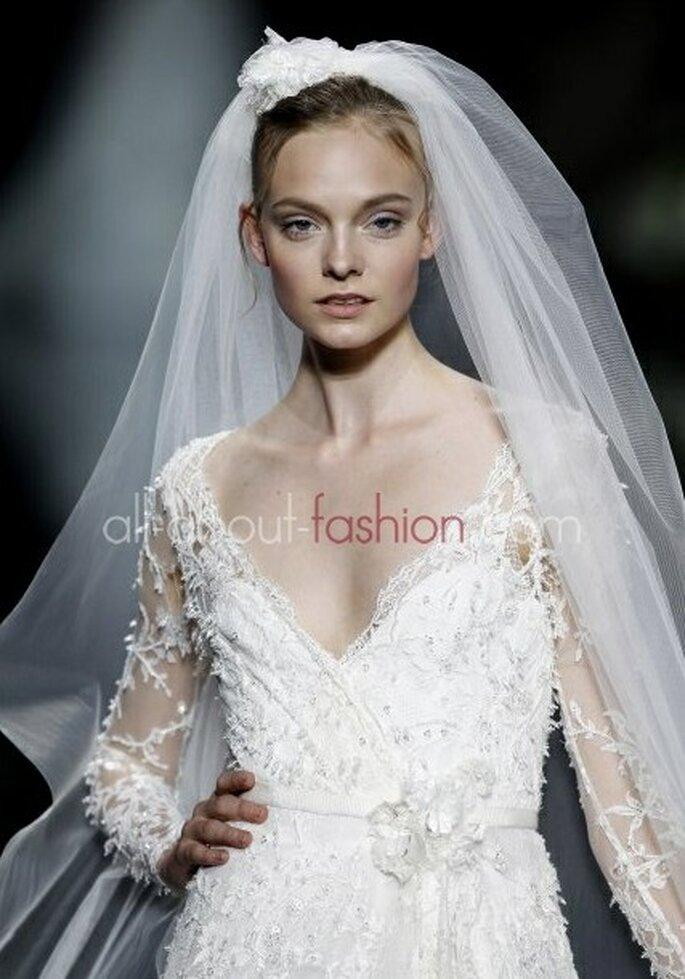Reichlich Spitze und Tüll umhüllen die Braut im Winter – Foto: elie saab for pronovias