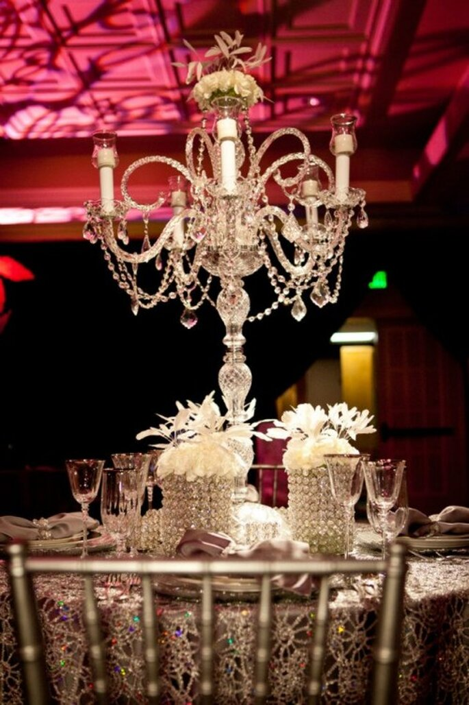 Elegante candelabro para centro de mesa inspirado en el glamour de Jennifer Lopez - Foto: Floramor Studios Facebook