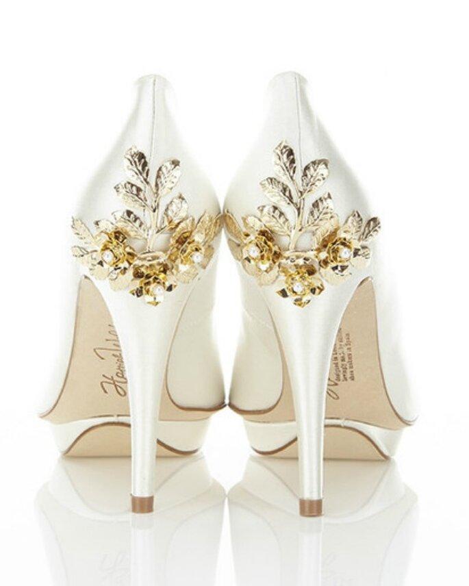 Buty ślubne z elementem złota, Foto: Harriet Wilde