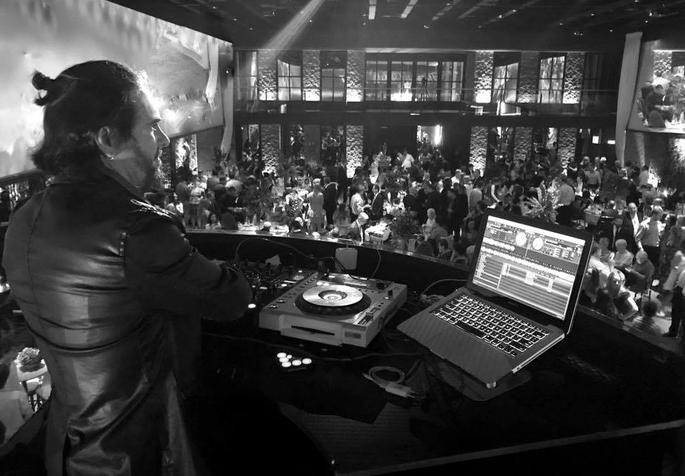 DJ Bianco comandando as pick ups