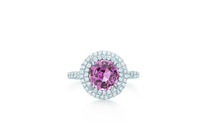 Anillo en platino con diamantes y zafiro en color rosa. Foto: Tiffany & Co.